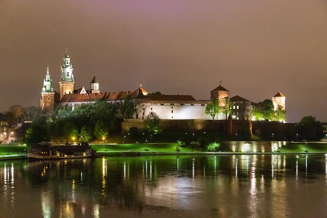 piazza cracovia cattedrale notte castello