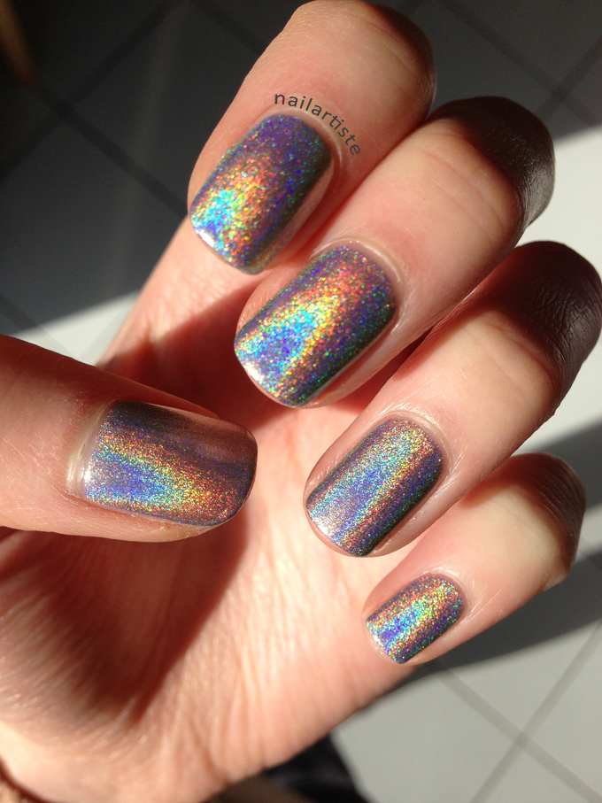 Holographic Nails: The Nail Artiste
