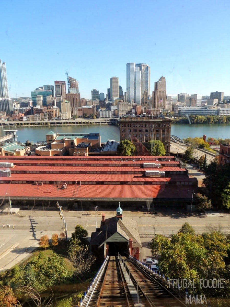 Taking a ride on the Monongahela Incline is a must-do in Pittsburgh! via thefrugalfoodiemama.com #familytravel
