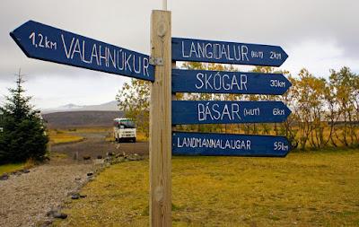 Cartel indicativo de las rutas de trekking y sendero para ir a Landmannalaugar en coche