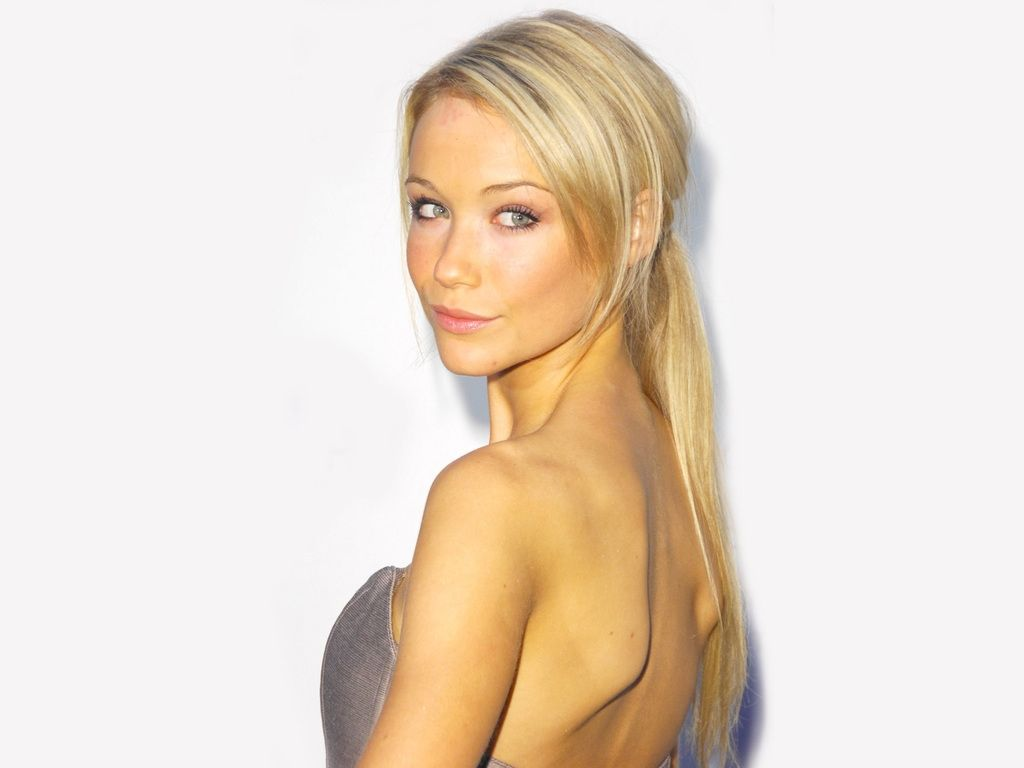 http://3.bp.blogspot.com/-zOGIrp30uoM/TpxLINd5mQI/AAAAAAAASHU/aTTbM45P4ro/s1600/Katrina-Bowden-beautiful-back-by-hqwallpaper.in.jpg