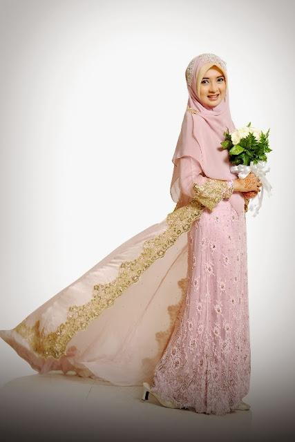 gaun pengantin muslimah pink