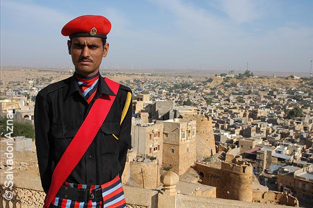 http://www.diariosdeunfotografodeviajes.com/2015/01/jaisalmer-la-puerta-del-desierto.html