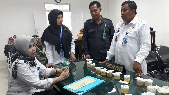 Hakim dan Staf PN Watampone Dites Urine, Hasilnya...