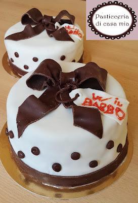 torta alla panna ripiena con crema caffè decorata con pasta di zucchero