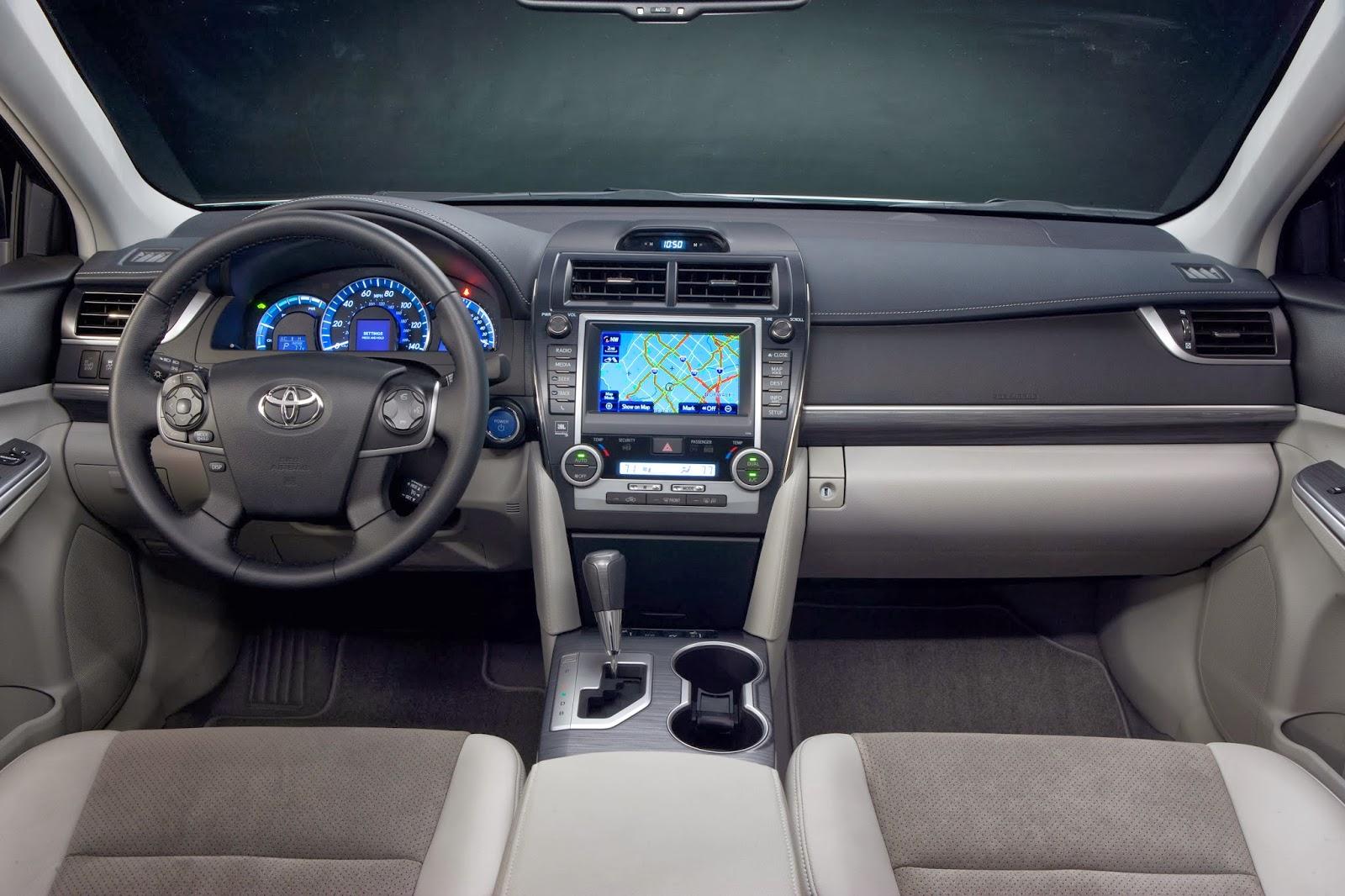 Interior View Of 2017 Toyota Camry Hybrid