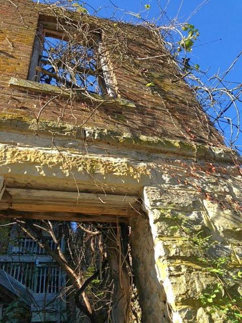 Abandoned building, Eureka Springs, Ar