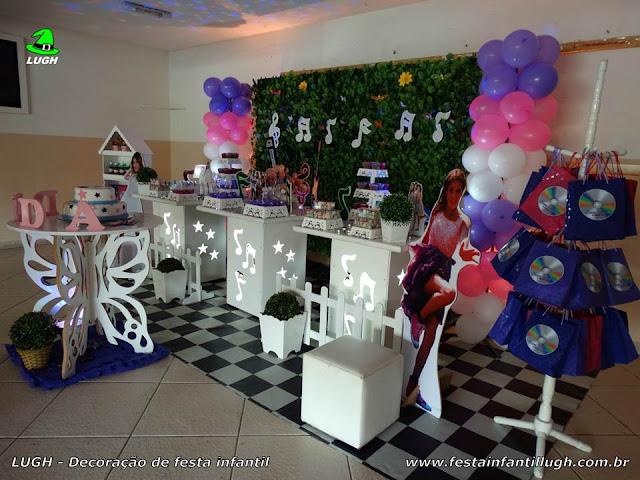 Violetta - Mesa temática infantil da Violetta ornamentada com muro inglês para festa de aniversário