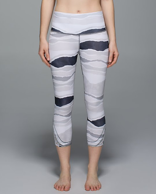 lululemon-true-self-crop black-white