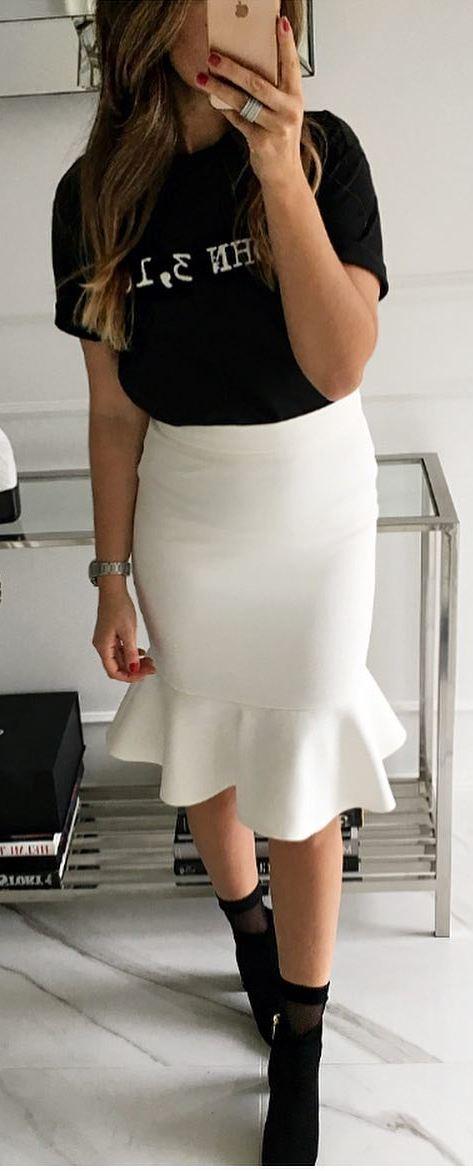 white and black | printed t-shirt + skirt + heels