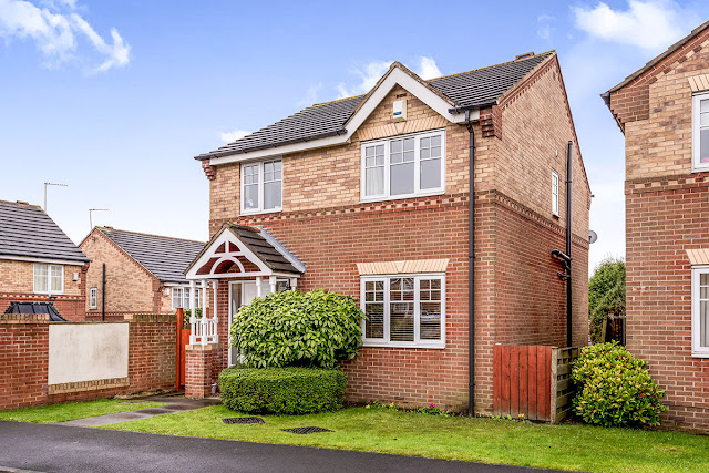 This Is Leeds Property - 3 bed detached house for sale Fairfield Lane, Rothwell, Leeds LS26