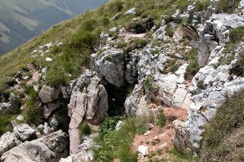 http://www.themarcheexperience.com/2014/09/la-leggenda-della-grotta-sibilla-monti.html
