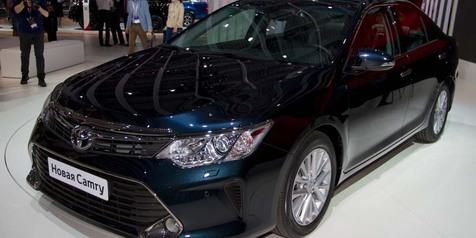 Toyota Resmi Perkenalkan Camry Berwajah Baru!