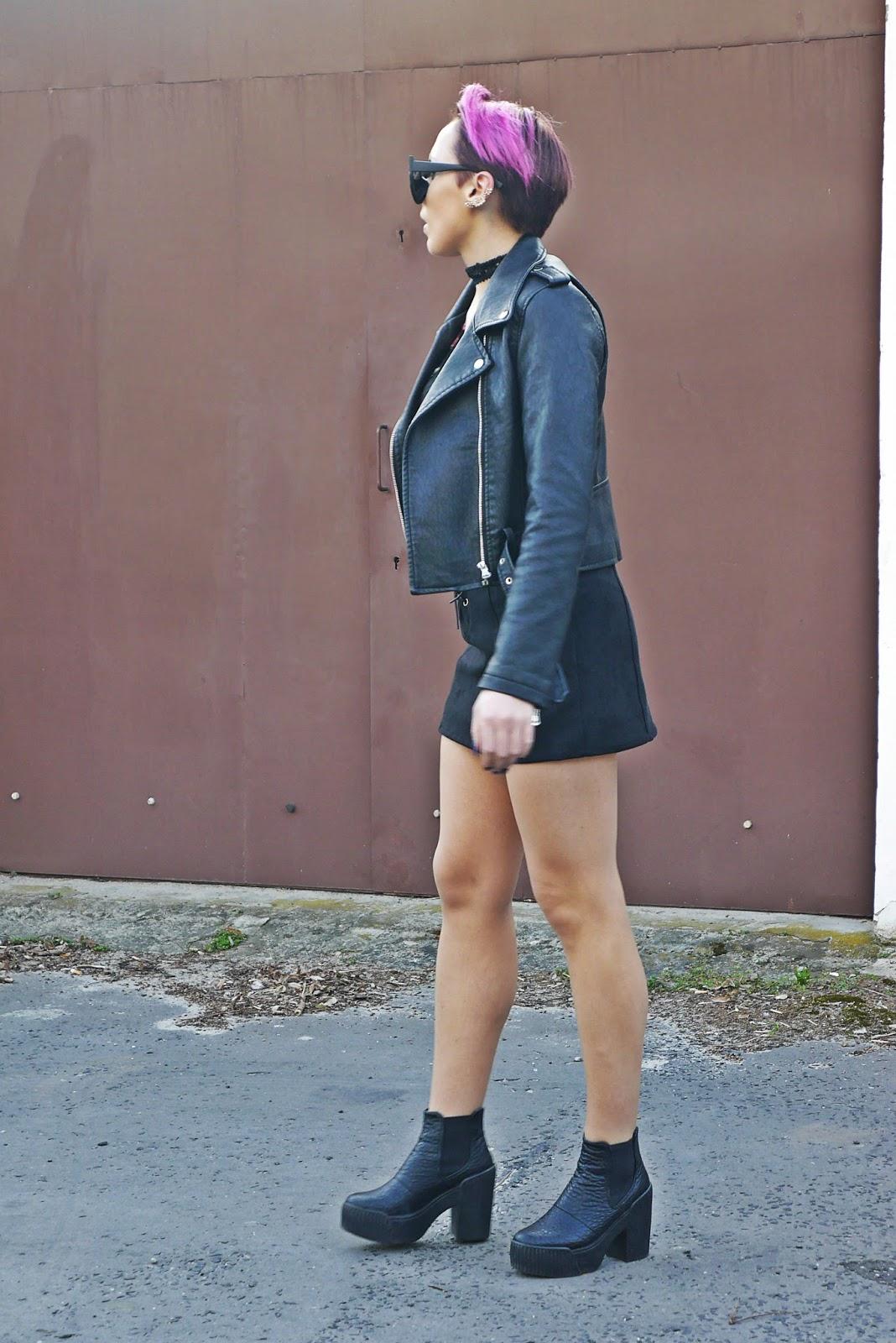 czarna_ramoneska_przezroczysta_bluzka_naszywki_blog_karyn_look_ootd_outfit_180417ca
