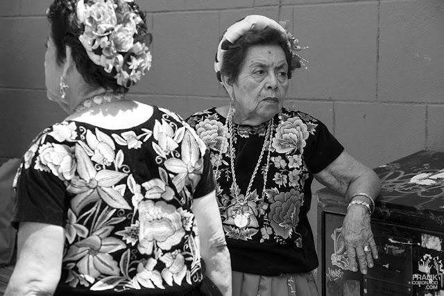 mujeres con traje de tehuana