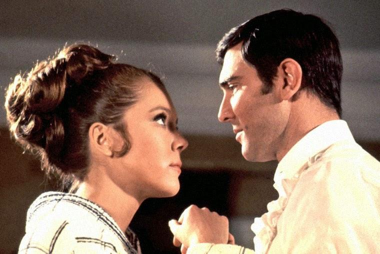 Diana Rigg und George Lazenby in IM GEHEIMDIENST IHRER MAJESTÄT (1969). Quelle: MGM / EON Productions