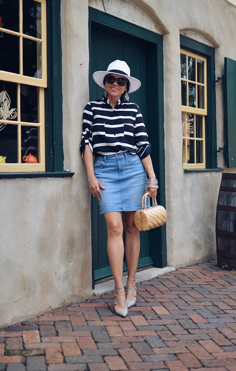 Pencil denim skirt street style