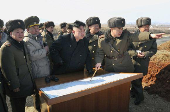 Kim Jong Un memantau latihan perang