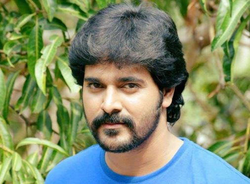 Srinish Aravind Family Wife Son Daughter Father Mother