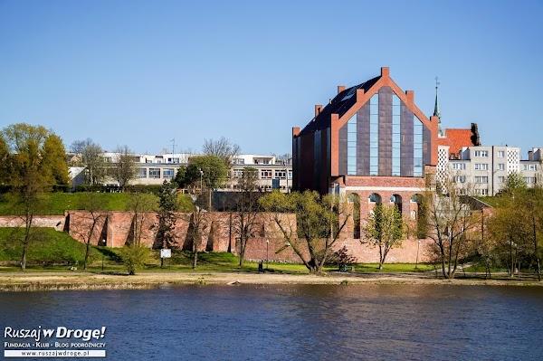 Malbork - Biblioteka i Centrum Edukacji w dawnej szkole łacińskiej
