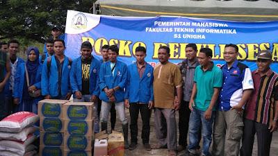 Mahasiswa Fakultas Teknik Unigha Menyerahkan Bantuan Kepada Korban Gempa Pidie Jaya