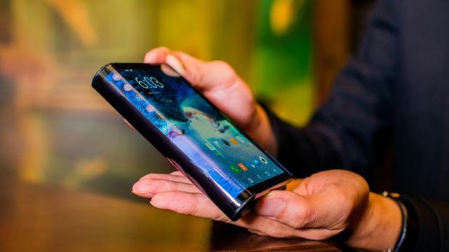 شاهدة اول هاتف قابل للطي العالم التقني شركة تبهر العالم بهاتفها الجديد