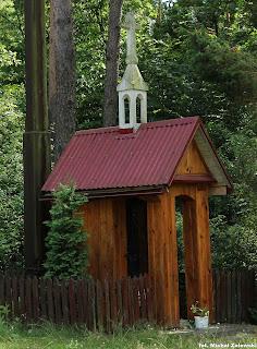 Puszcza Biała, drewniana kapliczka domkowa