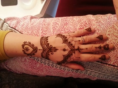 Delicate Pakistani Mehndi Designs For Hands