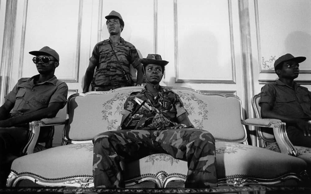 El sargento mayor Samuel K. Doe aparece poco después de que tomó el control del gobierno de Liberia en 1980.