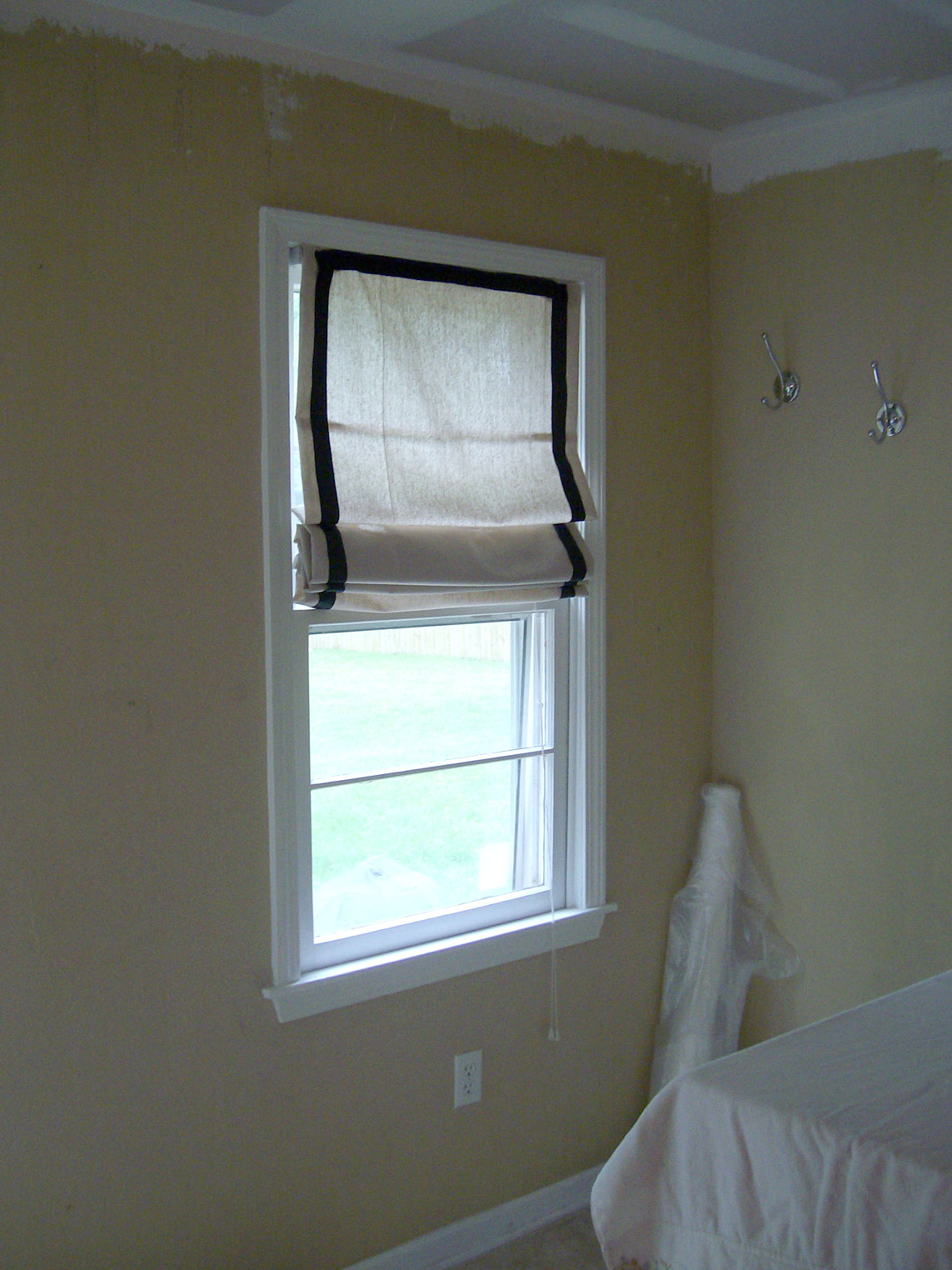 Homemade In The Heartland: DIY: Roman Shades from Mini-Blinds