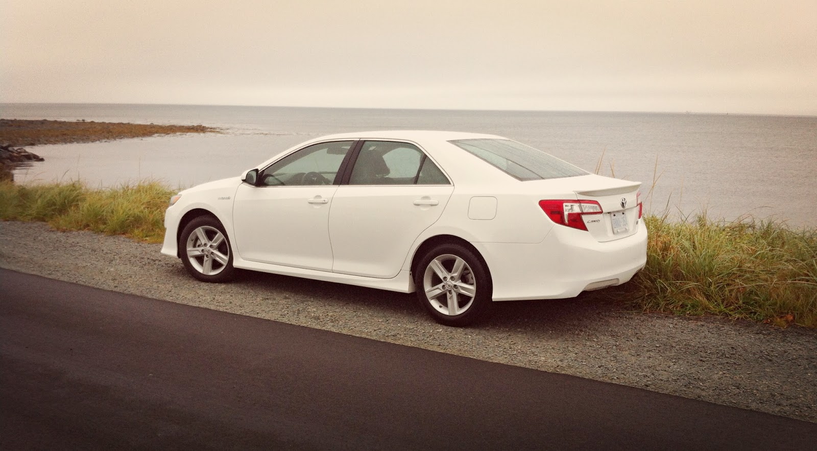 2014 toyota camry hybrid se quick review something different before something new good car. Black Bedroom Furniture Sets. Home Design Ideas