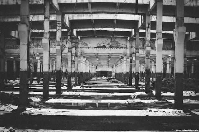 Fabryka Traktorów URSUS, Warszawa Opuszczona Hala Czarno-Białe