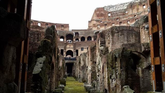 coliseo romano, ruinas de Roma