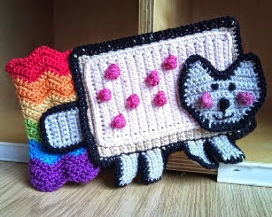 https://tokyotombola.wordpress.com/2011/05/17/crochet-pattern-nyan-cat-amigurumi-phone-cover/
