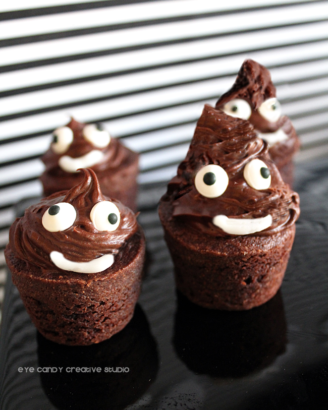making poo emoji dessert, emoji party dessert idea, brownie bites