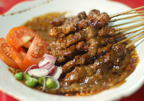 5 Makanan Indonesia Yang Enak di Makan Pakai Bumbu Kacang