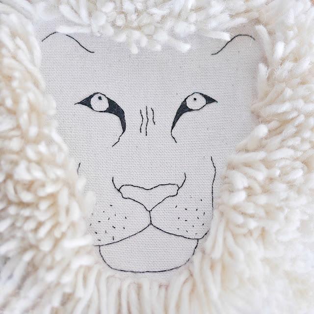 tête de lion brodée