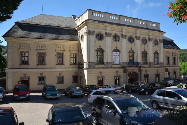 Zamek przy Rynku w Nowej Rudzie - atrakcje i zabytki Nowej Rudy. Co zwiedzić w Nowej Rudzie. Dolny Śląsk na weekend.