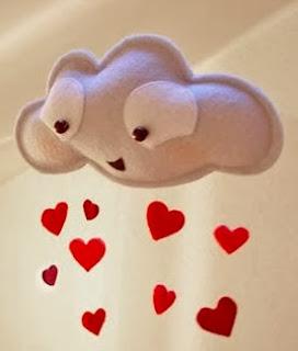http://un-mundo-manualidades.blogspot.com.es/2014/01/adorable-movil-en-forma-de-nube.html