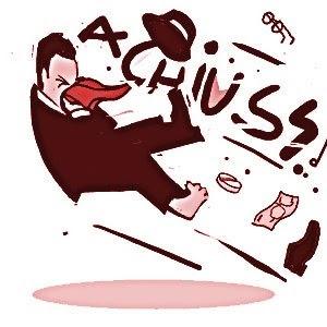 Estornudación es vocablo castizo, como estornudo.