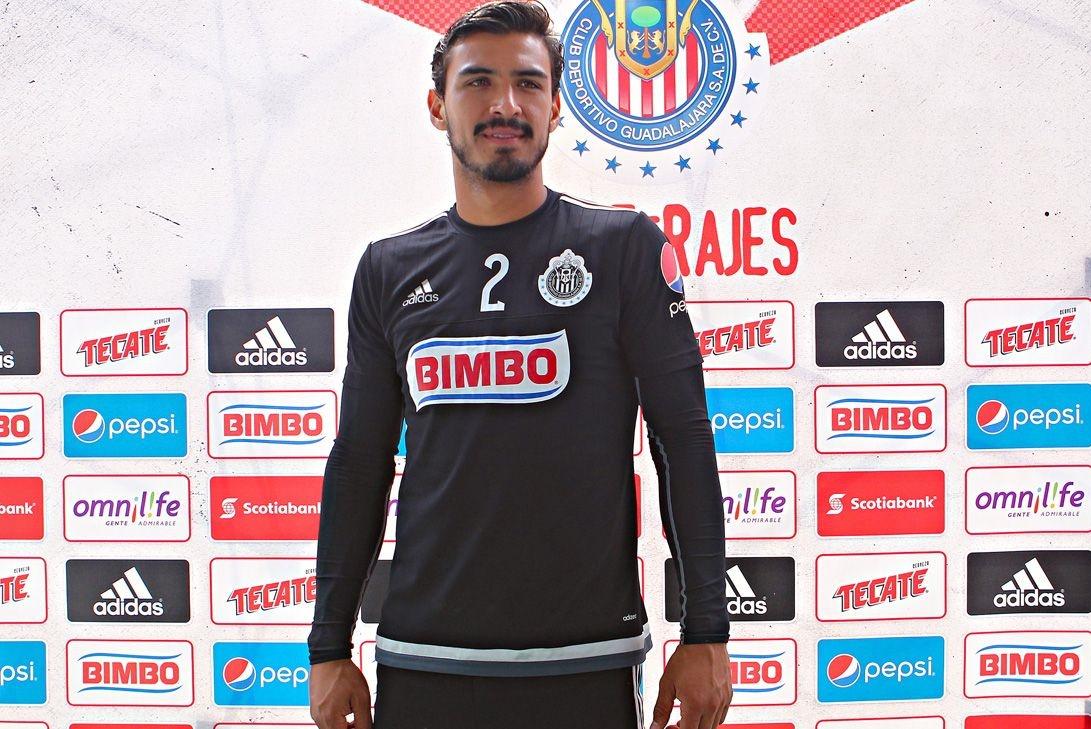 El defensa del Guadalajara, Oswaldo Alanís.