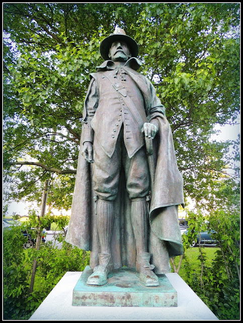 Escultura del Gobernador William Bradford