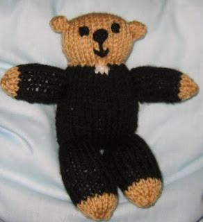 http://translate.googleusercontent.com/translate_c?depth=1&hl=es&rurl=translate.google.es&sl=en&tl=es&u=http://gigglinggoblin.wordpress.com/2009/01/06/father-ted-dy-bear-knitting-pattern/&usg=ALkJrhi5ZlHjfvFKPgyCPq46VefkmI5umg
