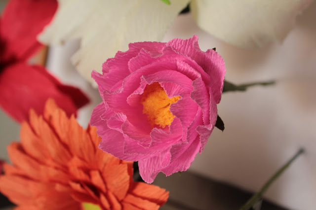 hoa hong giay trang tri su kien