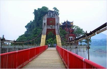 วัดสือเป่าไจ้ (Shibaozhai Temple)