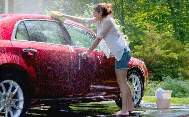 Cara yang Mudah dan Benar Mencuci Mobil