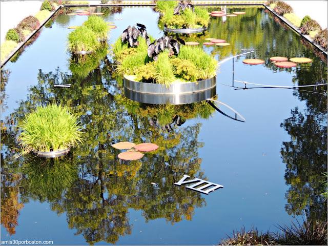 Fuente Reloj del Shrub Garden en el Jardín Botánico de Montreal