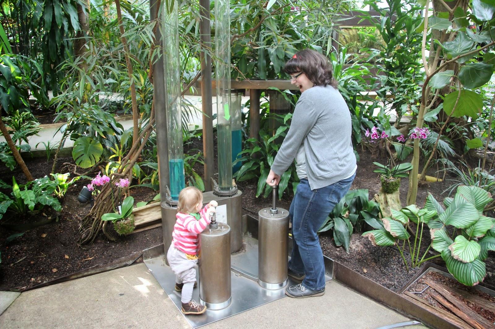 Biosphäre Potsdam interaktiv Mama mit Kleinkind