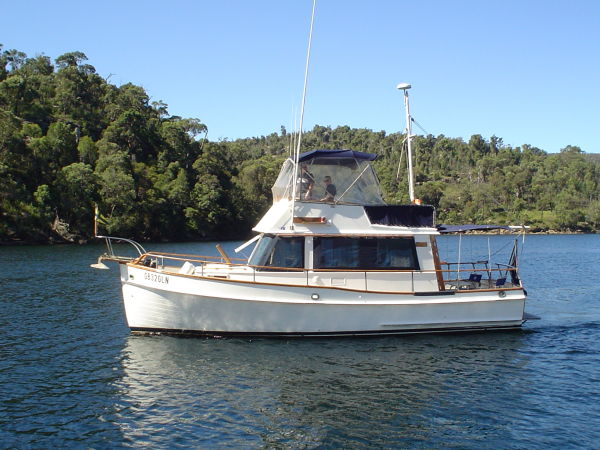 SUMMIT MARINE SYSTEM Yacht Charter Services: GrandBanks 32