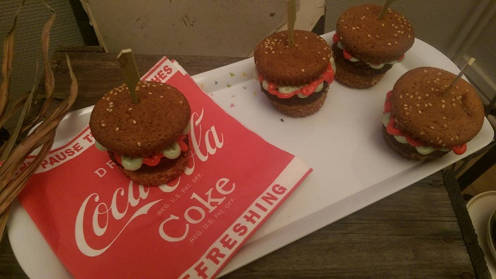 http://www.watercolorcake.fr/2016/09/burger-cupcakes.html